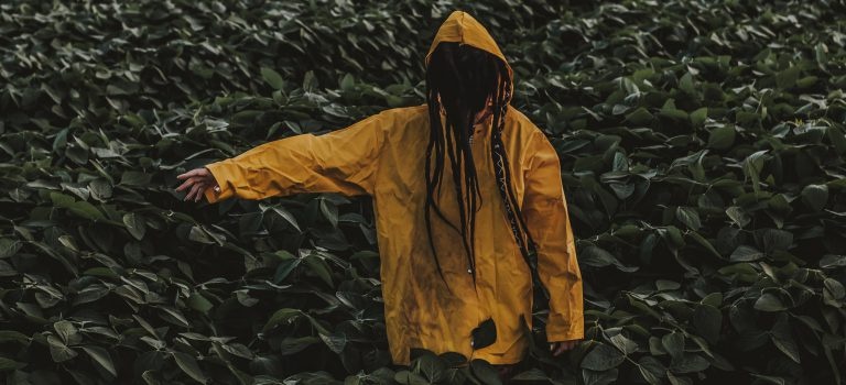 【都市傳說】千萬別跟黃色雨衣走?神秘的玉山小飛俠/黃色小飛俠